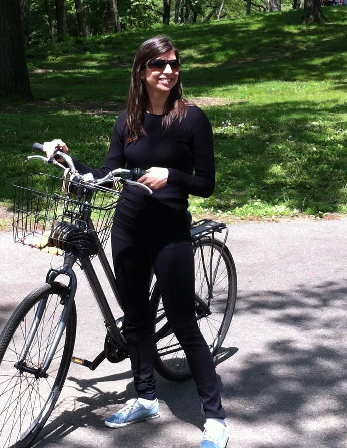 Fernanda Viana - Aprovada no concurso de Analista do Tribunal de Contas do Distrito Federal, em 1º lugar na área de orientação: orçamento, gestão financeira e controle
