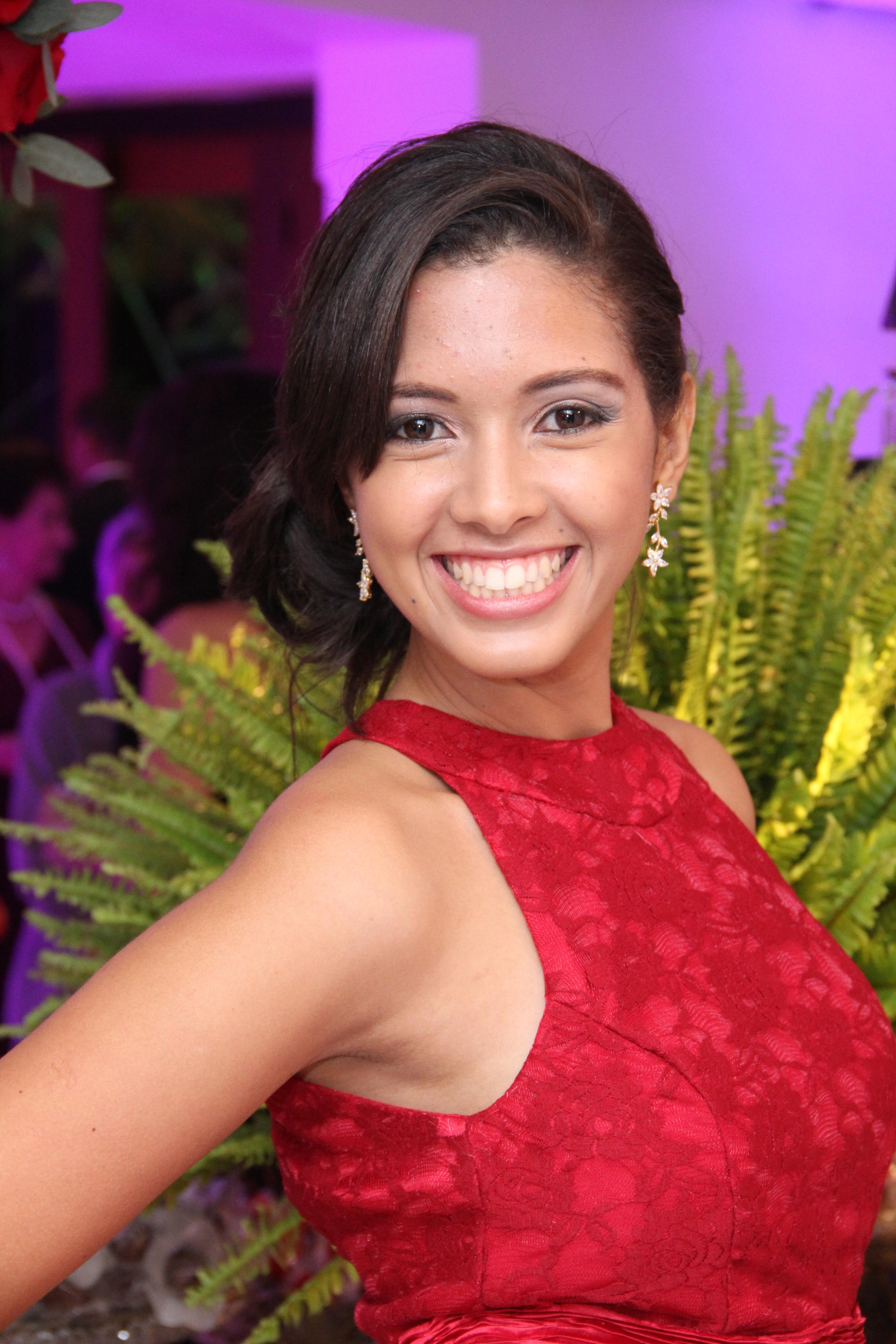 Ana Carla - Aprovada no concurso do ISS/Salvador 2014