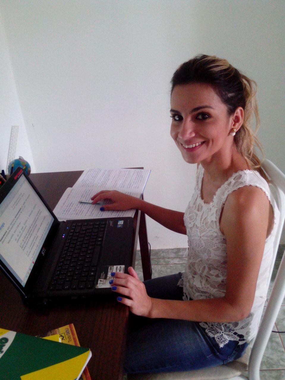 Rosânia Ataíde - Aprovada no Tribunal de Justiça do Estado de Goiás