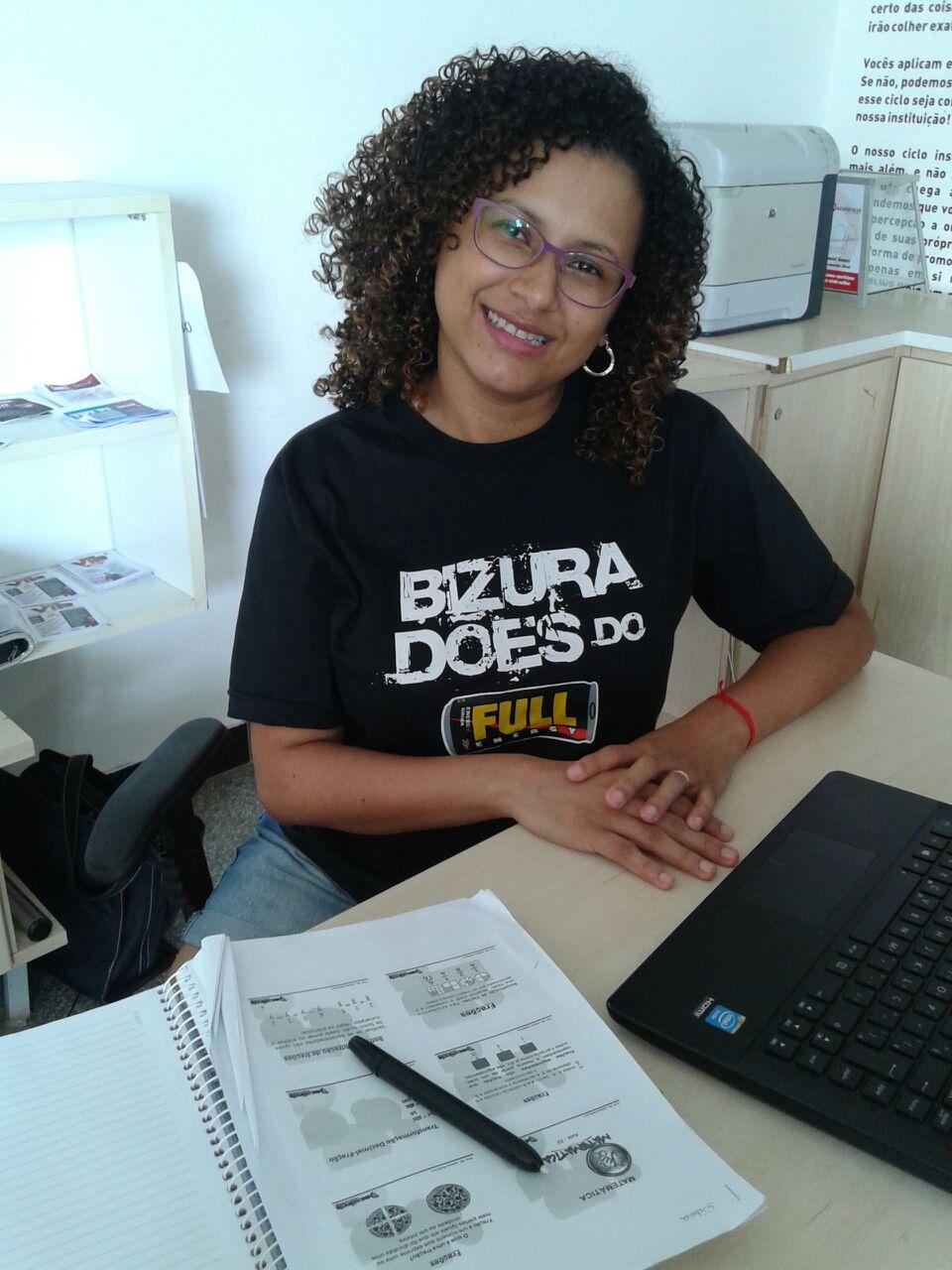 ENTREVISTA: Débora Gemelli - Aprovada no concurso TJRO com a 2º maior nota na prova objetiva e com a maior nota na prova de redação