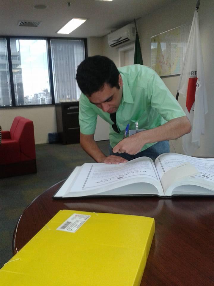 ENTREVISTA: Vitor Araújo - Aprovado no concurso do Tribunal Regional Eleitoral de Minas Gerais