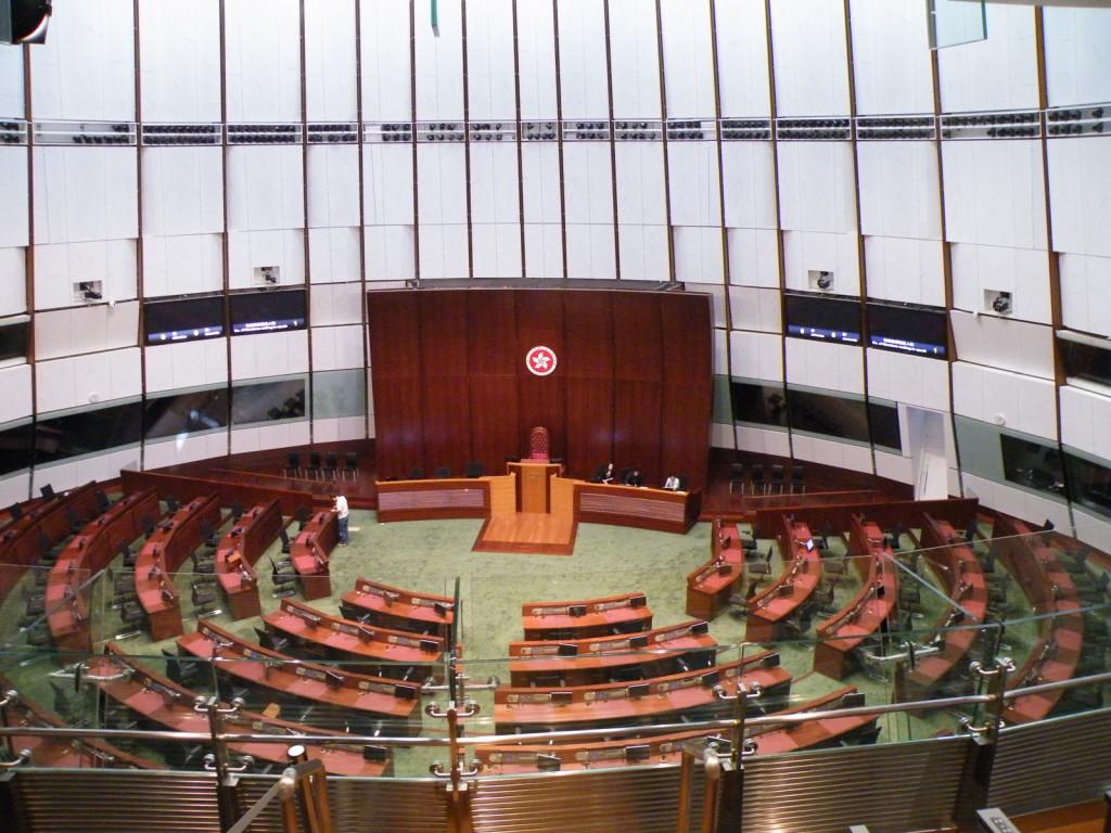 O plenário da Assembleia Legislativa é o local onde todos os deputados se reúnem para discutir e votar o relatório do processo de impeachment do Governador