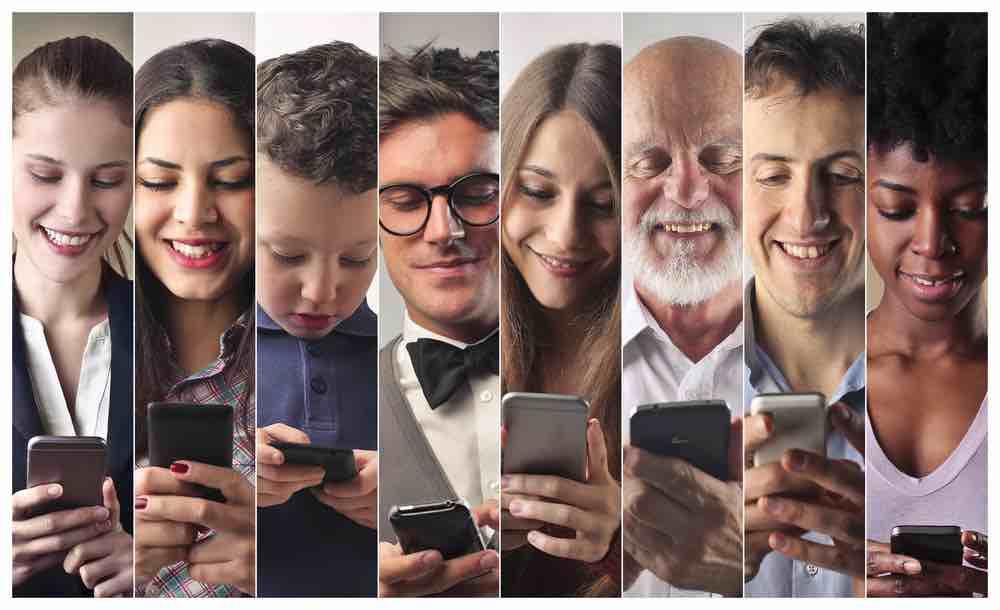 """Redação do Enem 2018 - """"Manipulação do comportamento do usuário pelo controle de dados na internet"""""""