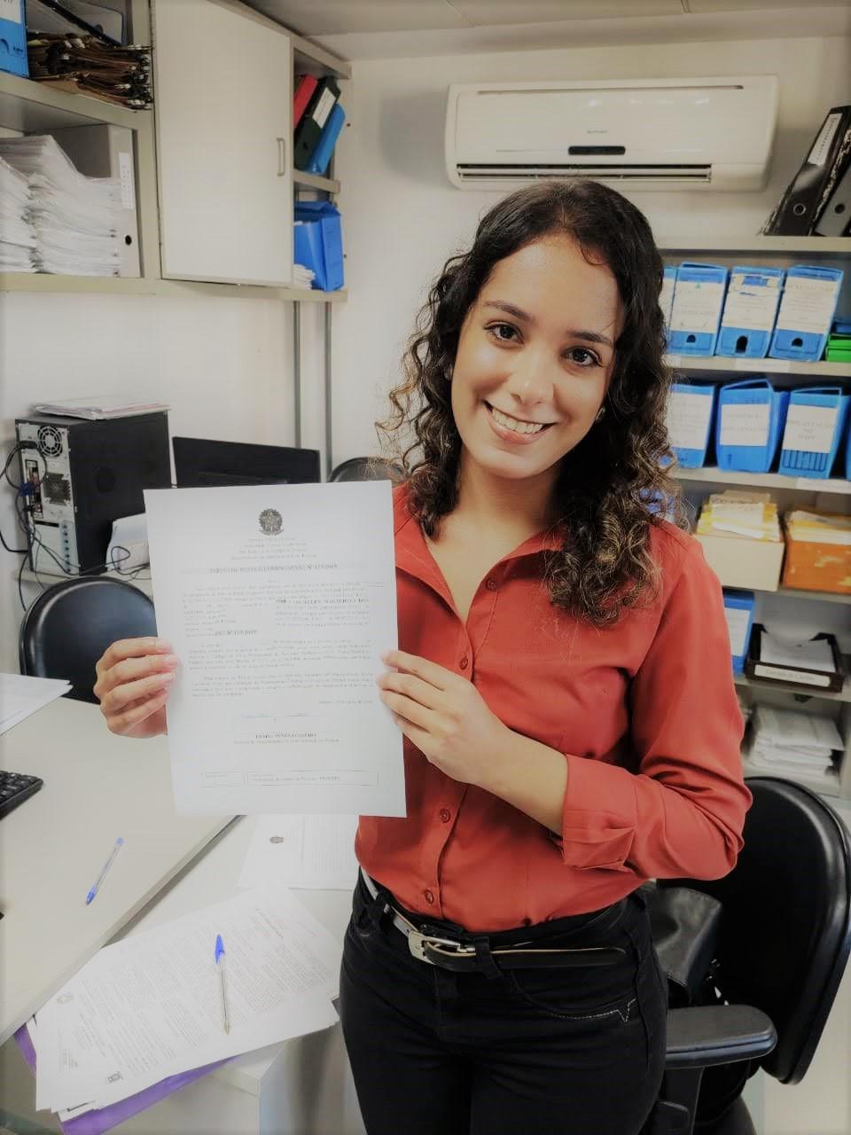 ENTREVISTA: Franciellen Magalhães - Aprovada em 5ª lugar no concurso da Universidade Federal Fluminense para o cargo de Assistente Administrativo
