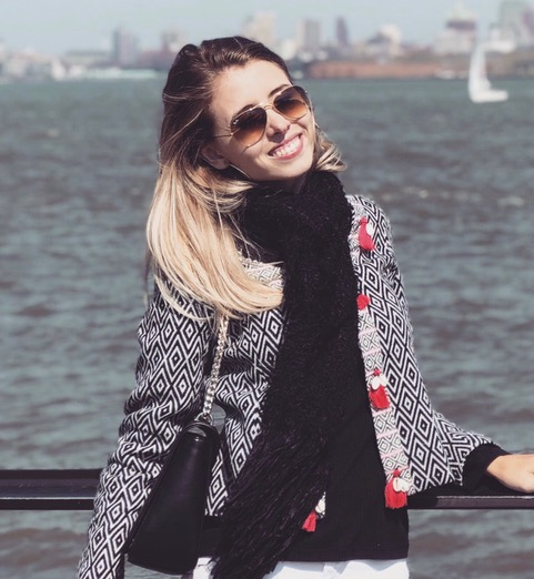 ENTREVISTA: Luísa Petermann - Aprovada no concurso TRF 4 em 1° lugar para Analista Judiciário área Judiciária e 4° lugar para Técnico Judiciário na região de Itajaí/SC