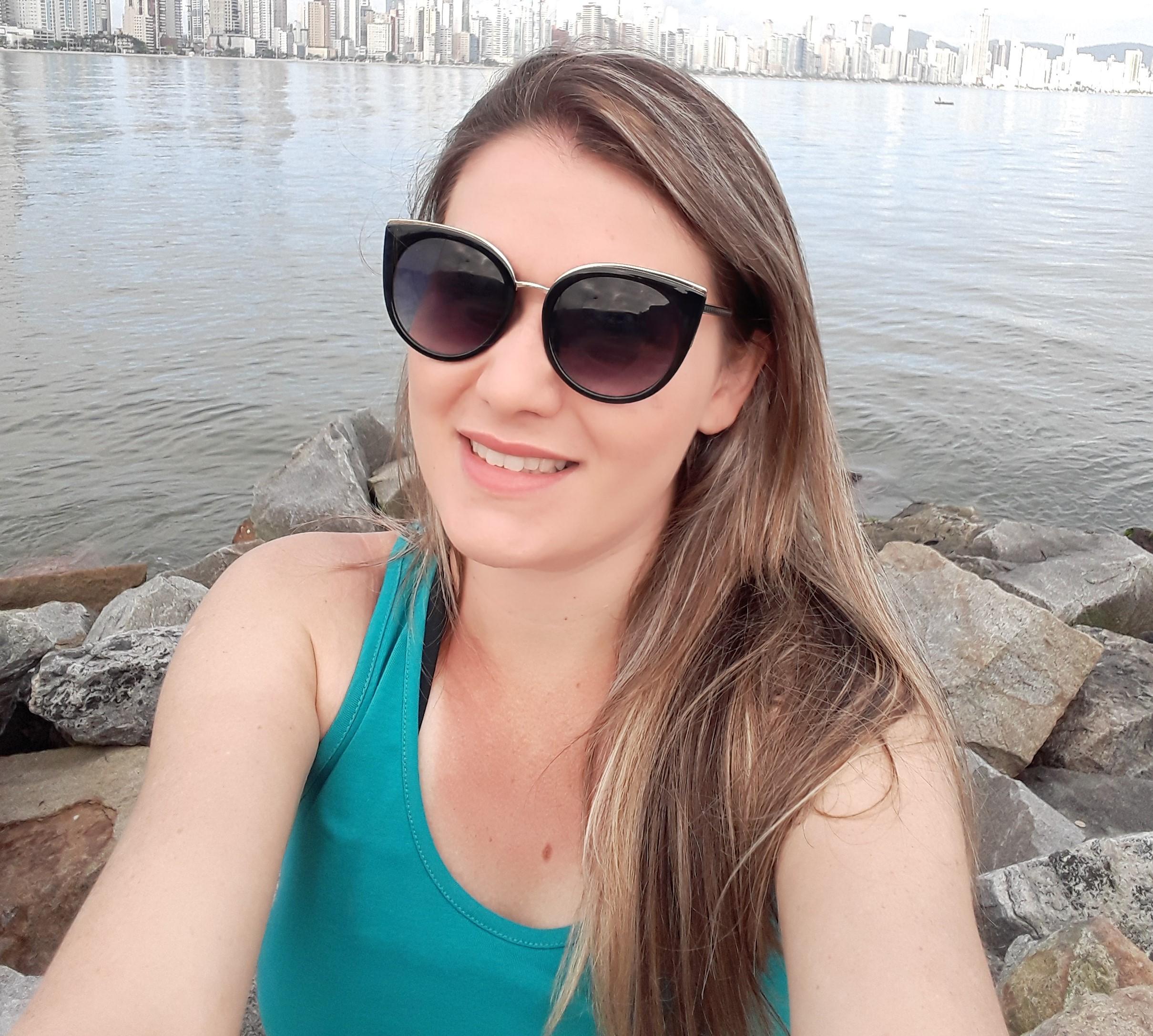 ENTREVISTA: Dayane Cristina de Souza Reis - Aprovada no concurso TRF 4 em 1° lugar para Analista Judiciário área Judiciária na região Norte/PR