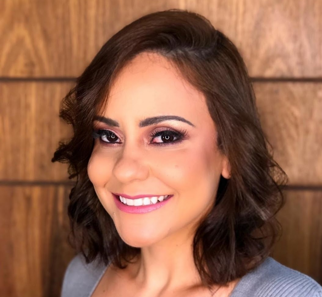 ENTREVISTA: Fernanda Theodoro - Aprovada no concurso ISS Curitiba no cargo de auditor fiscal