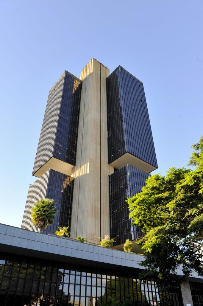 Imagem da sede do Banco Central do Brasil em Brasília-DF, onde serão alocados a maioria dos candidatos aprovados no próximo concurso do Bacen.