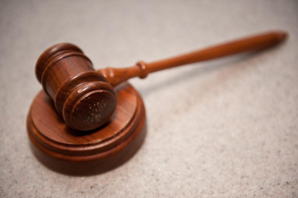 A jurisprudência recepcionou a teoria pentapartite dos tributos, previu mais impostos e competências mais amplas para a União.