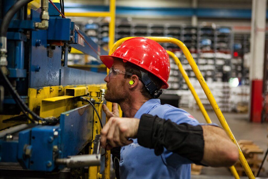 As contribuições sindicais surgiram em um modelo de estado brasileiro que buscou amparar o trabalhador operário.