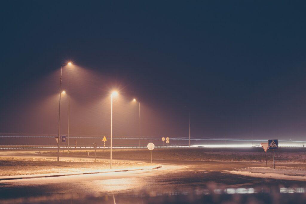 Muitas vezes o serviço de iluminação pública sequer é lembrado, mas ele sempre está ali, para qualquer um utilizar.