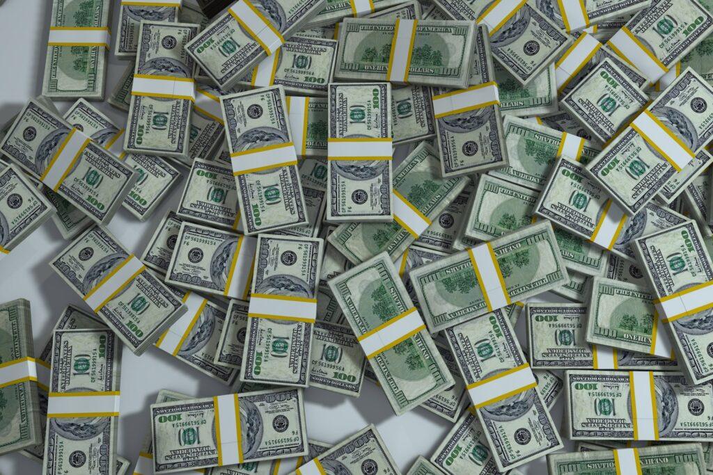 A base de cálculo do Imposto de Renda para pessoas jurídicas é o lucro; para as pessoas físicas, é o incremento patrimonial