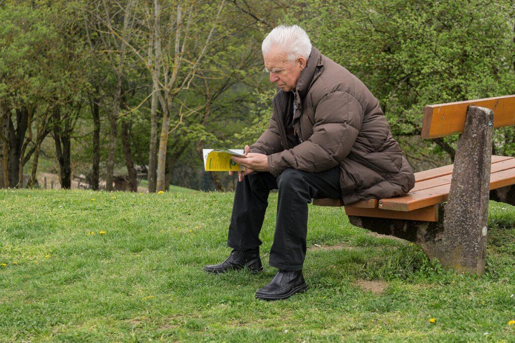 Algumas isenções para moléstias graves combinam a existência da moléstia e o contribuinte ser aposentado.