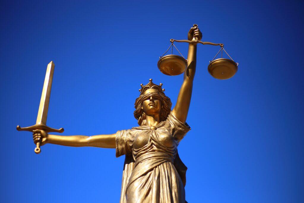 No direito tributário, há a vigência, a eficácia e a aplicação da lei